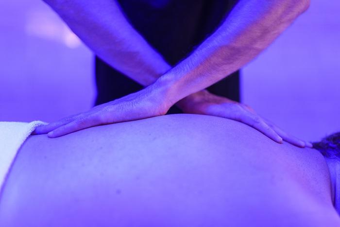 Massage par kiné à Dax