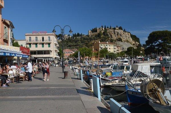 Port de Cassis : la proximité de Camoins les Bains