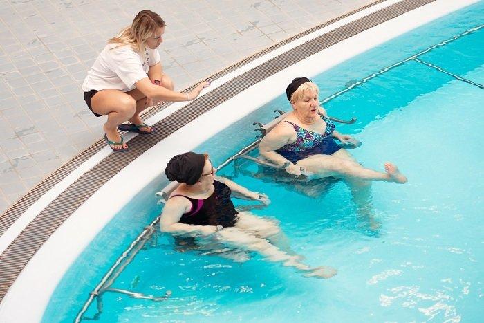 Soin de mobilisation dans la piscine des Thermes à Dax