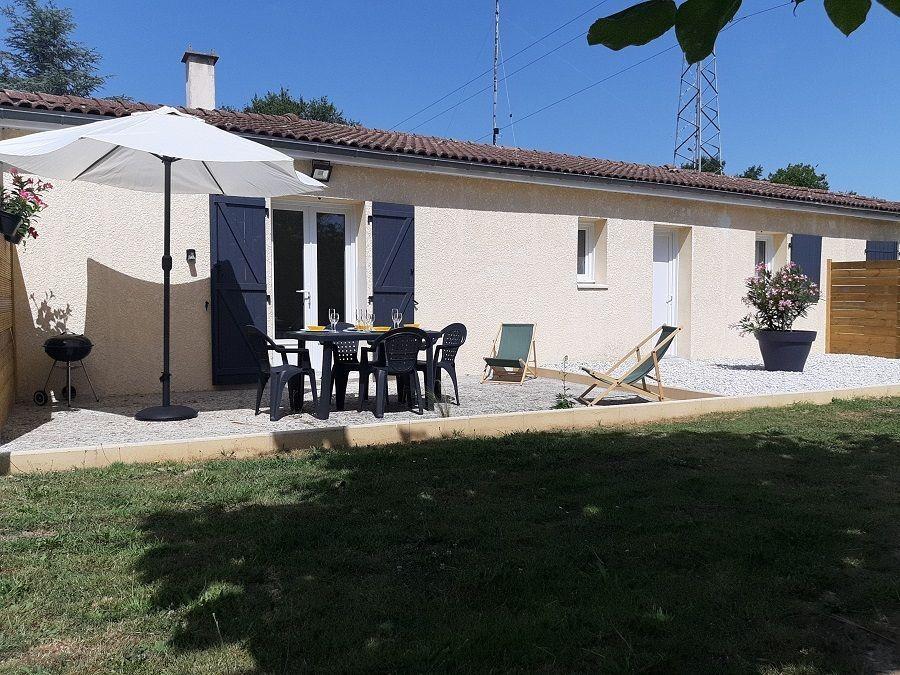 Gite à Jonzac avec une belle terrasse