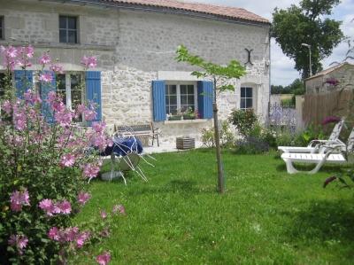 Logement pour curiste à Saint-Martial-de-Vitaterne photo 0 adv0301469